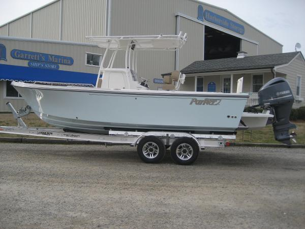 Parker 2300 Deep Vee Center Console