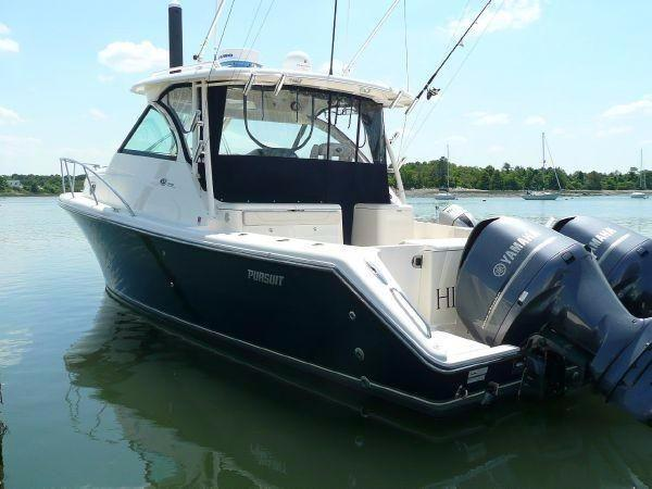 Pursuit OS 345 Offshore Dock , Port side stern