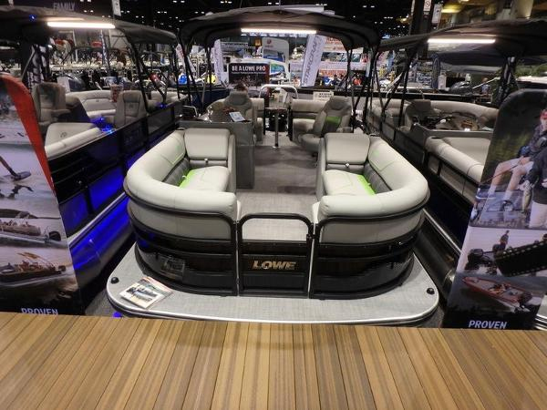 Lowe Boats SS210 Walk Thru