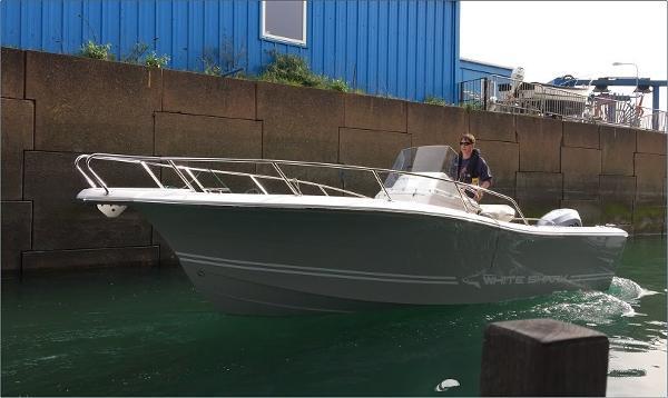 White Shark 226 Open