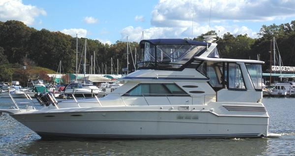Sea Ray 410 Aft Cabin Port Side