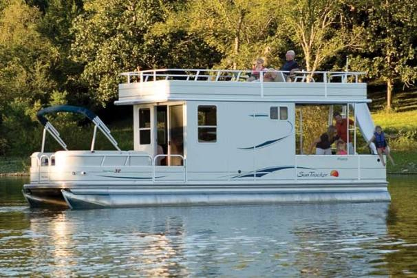 Sun Tracker PARTY CRUISER 32 I/O Regency Edition Manufacturer Provided Image: Make the PARTY CRUISER 32 your floating resort.