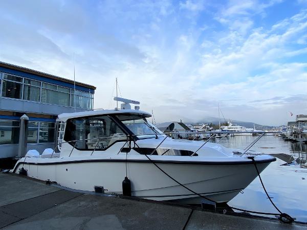 Boston Whaler 325 Conquest Pilothouse 01_2021 BW 325 PHT_Profile