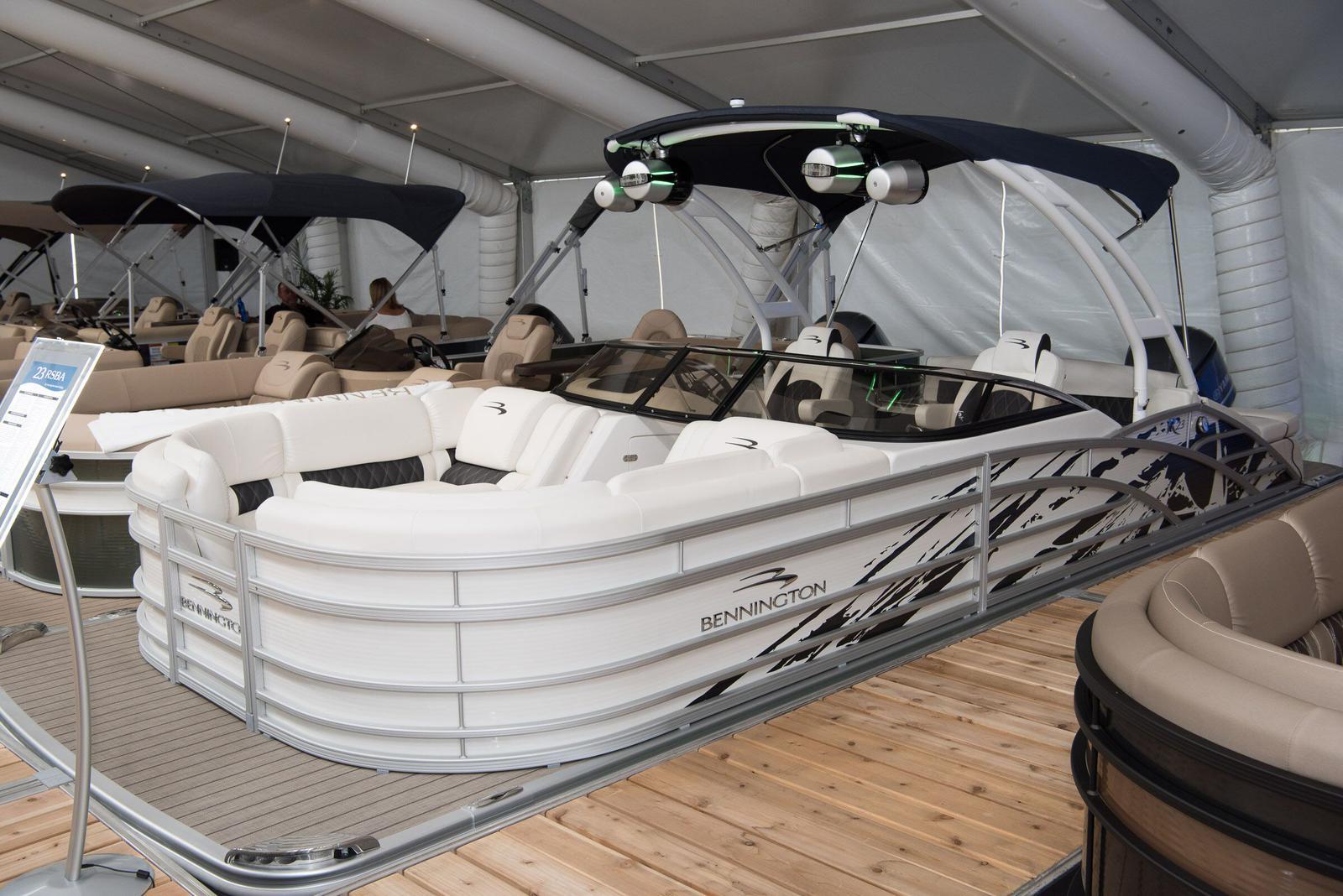 Bennington 23 R - Swingback Windscreen Sport Arch