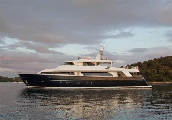 Ferretti Yachts Custom Line Navetta 30 Ferretti Custom Line Navetta 30