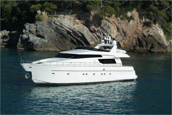 San Lorenzo SL72 At Anchor
