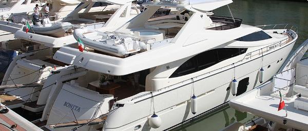 Ferretti Yachts 830 Hardtop
