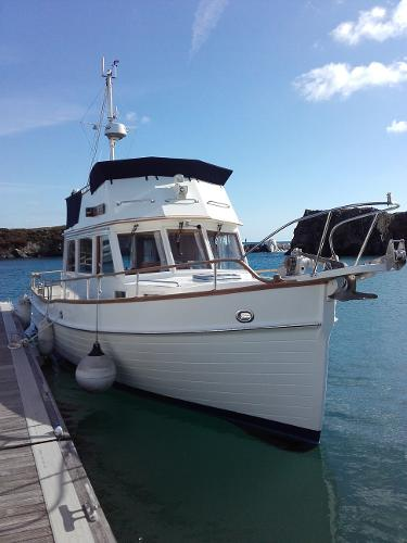 Grand Banks 32 Sedan Getting ready for a day out