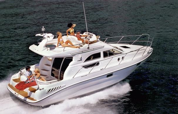 Sealine F33 Manufacturer Provided Image: F33 Flybridge