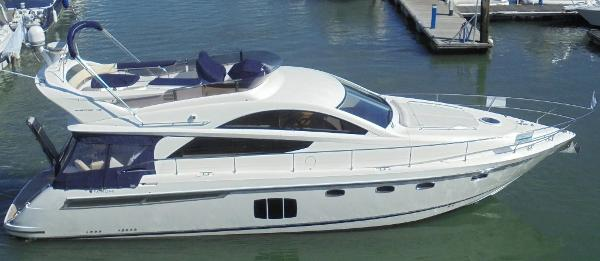 Fairline Phantom 48 Fairline Phantom 48 - On the water 1