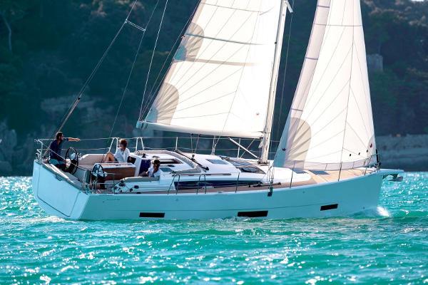 Dufour 390 Dufour 390 under sail