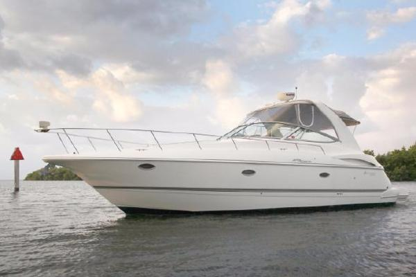 Cruisers Yachts 370 Express DIESEL