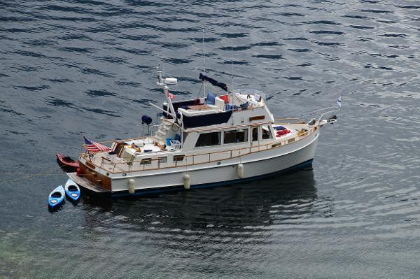 Grand Banks 42 Classic GRAND ESCAPE at anchor