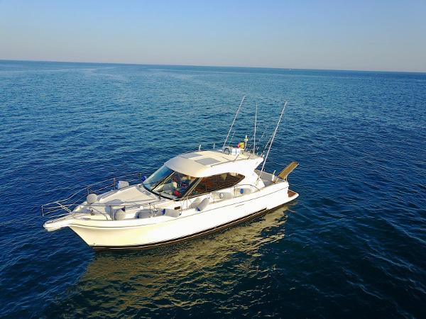 Riviera 3600 Sport Yacht Riviera 3600 Sport Yacht