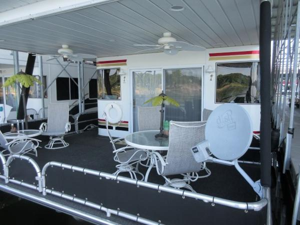 Lakeview House Boat