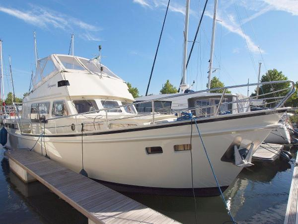Altena 1250 Flybridge
