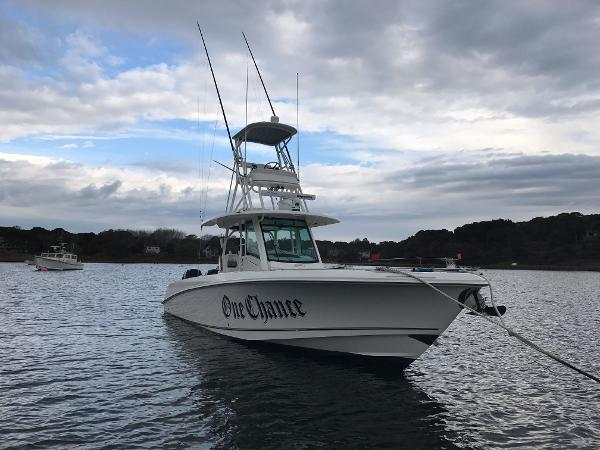 Boston Whaler 350 Outrage Starboard Bow