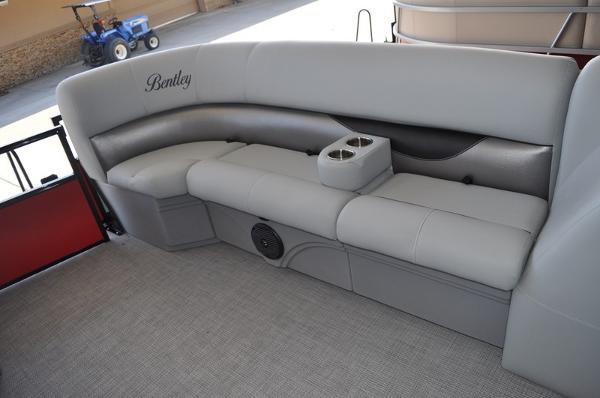 Bentley Pontoons 240 Cruise