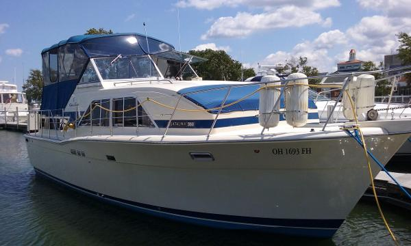 Chris-Craft 35 Catalina