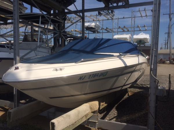 Sea Ray Bow Rider 19