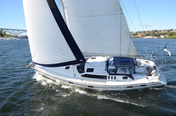 Hunter Legend Sailing