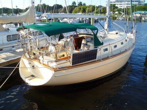 Island Packet 380 Starboard Side