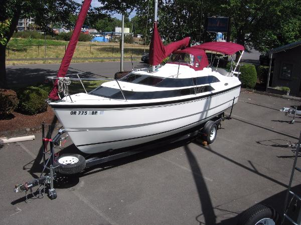 Macgregor 26M Powersailer with trailer
