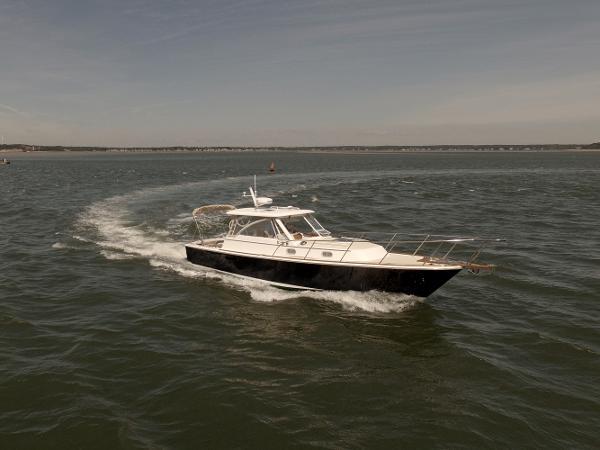 Hunt Yachts 33