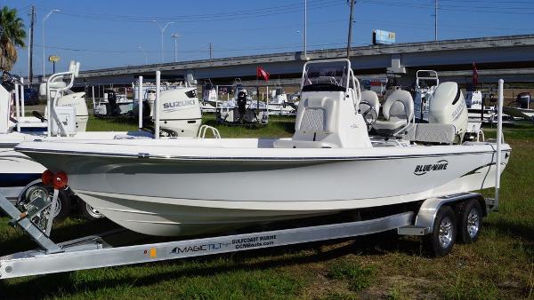Blue Wave Boats 2400 PureBay