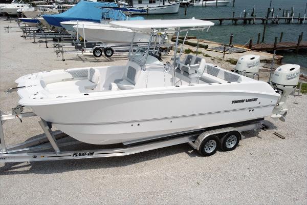 Twin Vee 240 CC