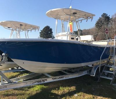 Sea Chaser 24 Hybrid Fish and Cruise HFC