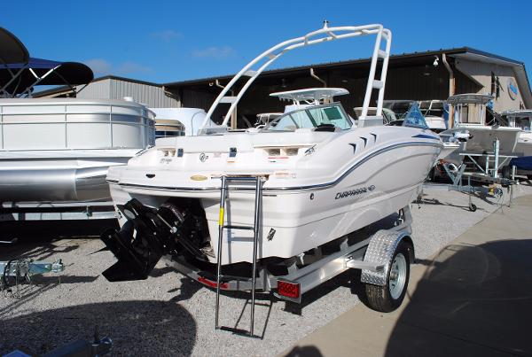 Chaparral H2O 19 Sport Bowrider 2017-chaparral-19-h2o-bowrider-runabout