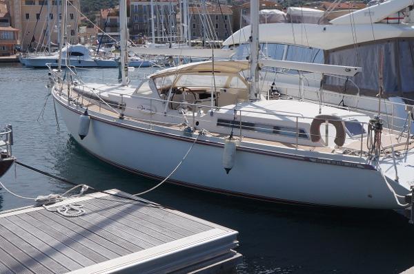 Amel Super Maramu 2000 AYC International Yachtbrokers - Super Maramu 2000