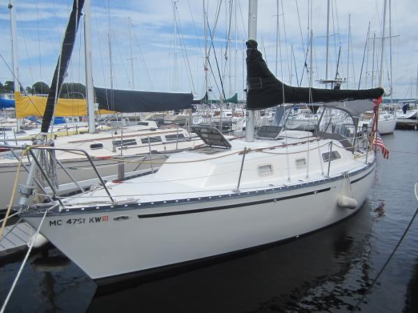 Hunter 30 Port side forward