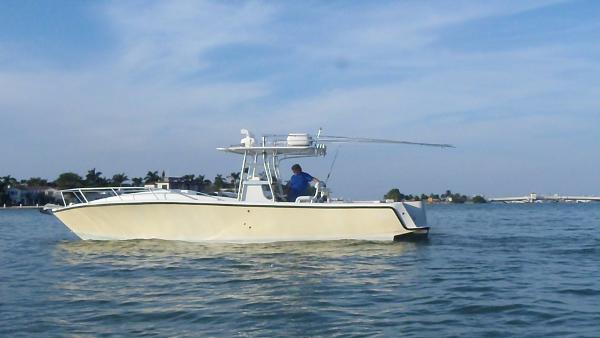 Sea Vee 340 Inboard Cuddy