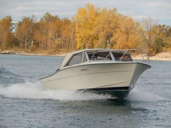 Chris-Craft Commander Sport Express
