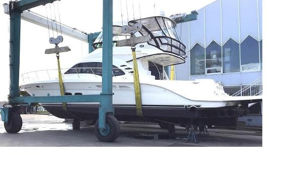 Sea Ray 520 Sedan Bridge Port view