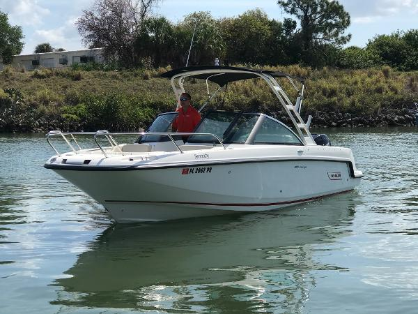 Boston Whaler 230 Vantage Port Bow Profile