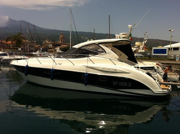 Atlantis 42 HT Atlantis 42 HT - YEAR 2011 - Timone yachts Dealer