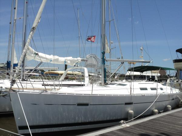 Beneteau 373 In slip - port fwd quarter