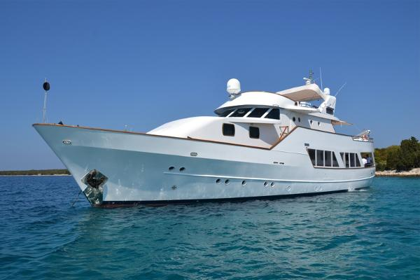 Classic Cantieri Clemna motor yacht
