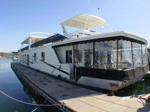 Fantasy Houseboat 20x102