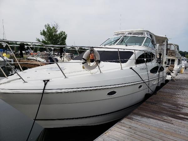 Cruisers Yachts 405 Express Motoryacht