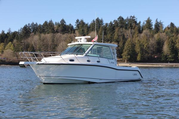 Boston Whaler 345 Conquest Port View
