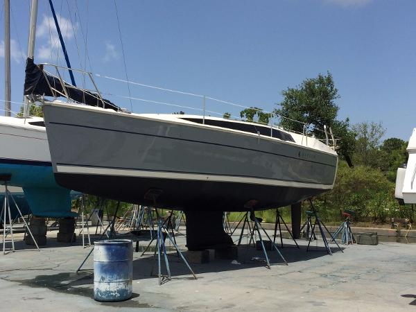 Marlow Hunter 31 Colored hulls Available