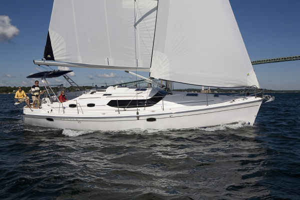 Marlow Hunter DS at sail