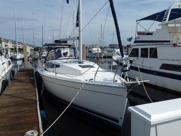 Hunter 33 Dockside Starboard