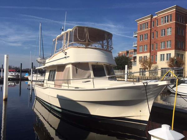 Mainship 400 Trawler Profile