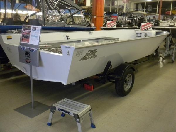 River Hawk Pro V 18 White