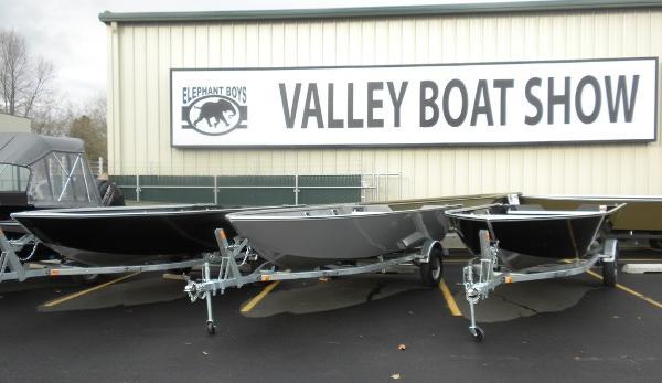 Rh Boats Pro V 16  Black 40hp Tiller
